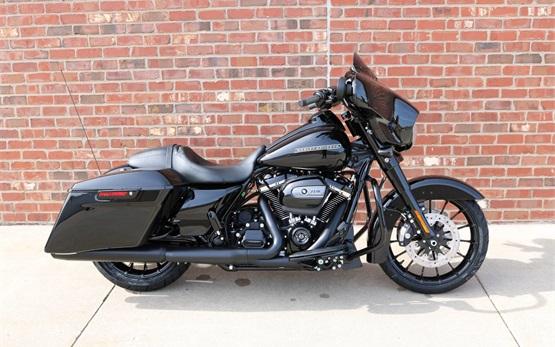Harley Davidson Street Glide - rent motorbike Geneva