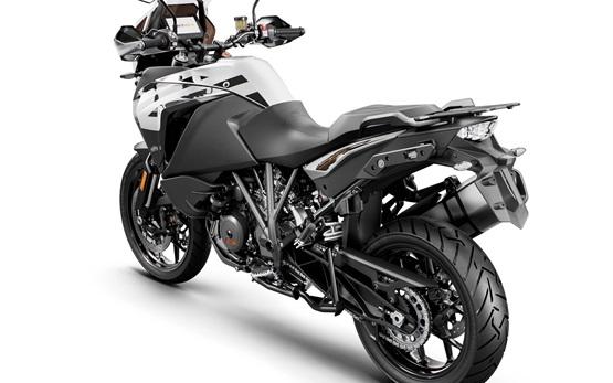KTM 1290 Super Adventure S - rent a motorbike in Barcelona