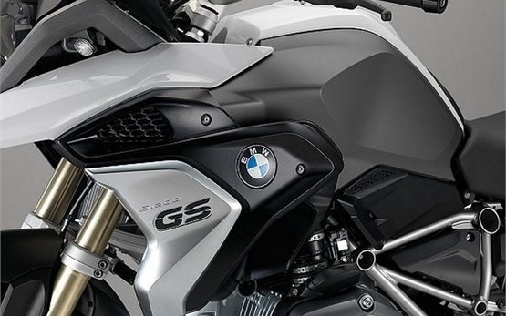BMW R 1250 GS - rent a motorbike in Milan