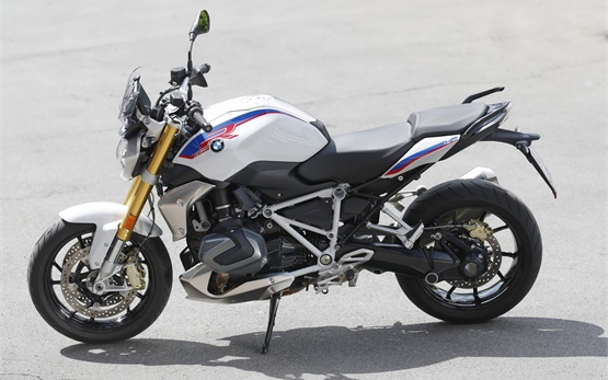 BMW R 1250 R - rent a motorbike in Geneva