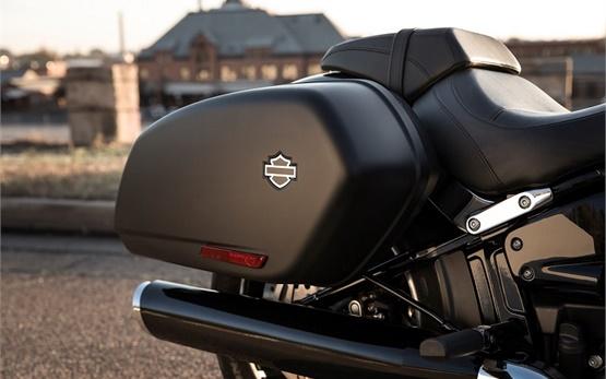 Harley-Davidson Sport Glide - rent a motorbike in Geneva