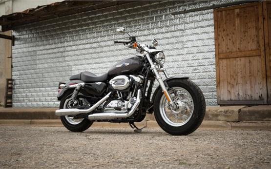 Harley Davison 1200 Custom - Motorradvermietung Faro