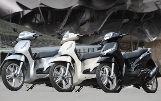 Peugeot Tweet 125cc - scooter rental Malaga