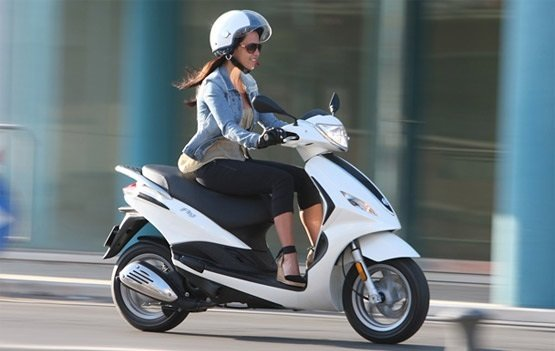 Piaggio Fly 50 - scooter rental Cannes