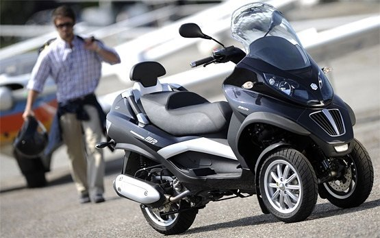 Piaggio MP3 400 - scooter rental in Cannes