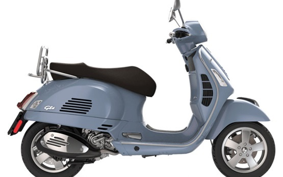 Piaggio Vespa 300 GTS - scooter rental in Rome