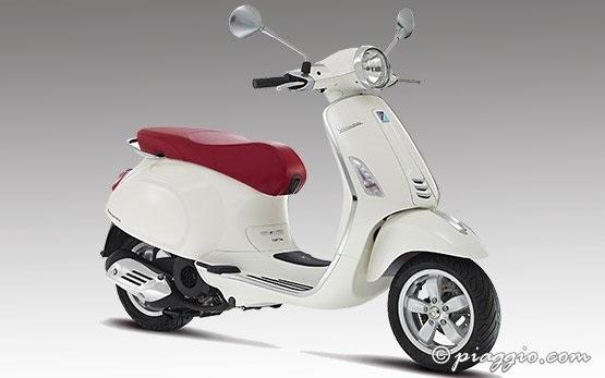 Piaggio Vespa 125 - scooter rental in Alghero