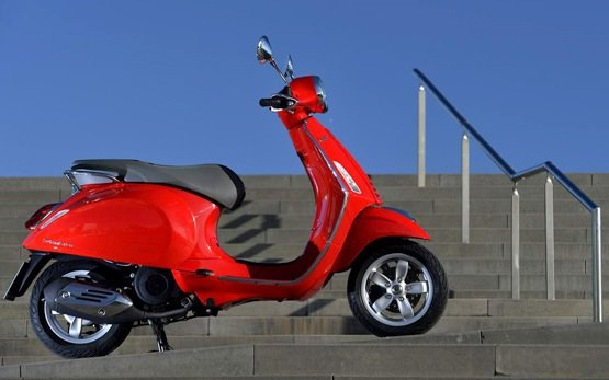 Piaggio Vespa 125 Primavera scooter rental in Italy