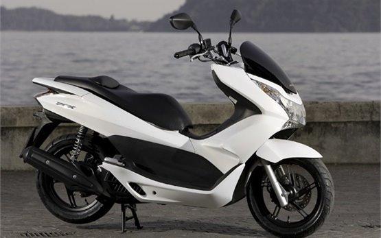 Honda PCX 125 - scooter for rent in Porto